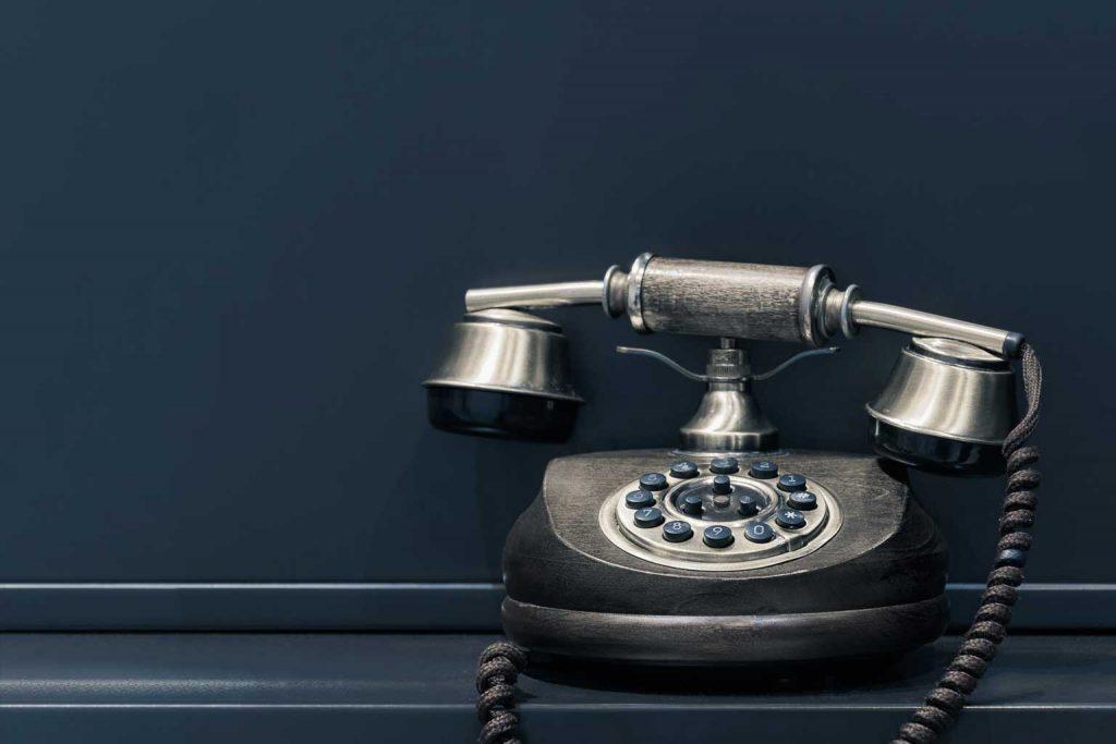 Een marketing manager zet telefoonmarketing in