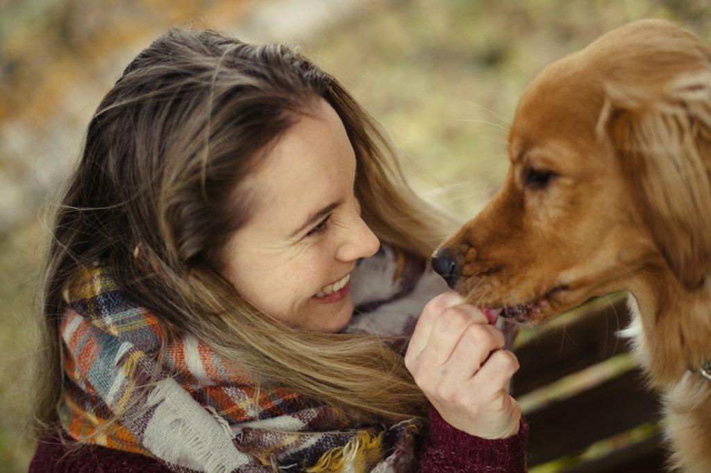 Portretfoto vrouw en hond door fotograaf Vincent van Kleef