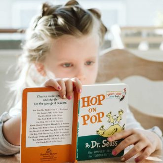 Kindercoach meisje met boekje